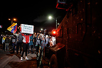 BOGOTA - COLOMBIA, 26-11-2019: Fuertes disturbios en la Universidad Nacional mientras miles de manifestantes salieron a las calles de Bogotá para unirse a la sexta jornada de paro Nacional en Colombia hoy, 26 de noviembre de 2019. La jornada Nacional es convocada para rechazar el mal gobierno y las decisiones que vulneran los derechos de los Colombianos. / Hard riots at National University while thousands of protesters took to the streets of Bogota to join the sixth National Strike day in Colombia today, November 26, 2019. The National Strike is convened to reject bad government and decisions that violate the rights of Colombians. Photo: VizzorImage / Diego Cuevas / Cont