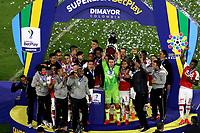 BOGOTA - COLOMBIA, 20-10-2021: Jugadores de Independiente Santa Fe celebran el titulo como campeones de la Super Liga BetPlay DIMAYOR 2021 at the Nemesio Camacho El Campin Stadium in Bogota city. /  Players of Independiente Santa Fe celebrate the title as champions of the BetPlay DIMAYOR Super League 2021 played at the Nemesio Camacho El Campin Stadium in Bogota city. / Photo: VizzorImage / Luis Ramirez / Staff.