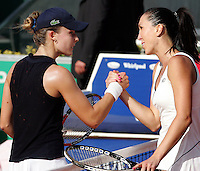 Internazionali d'Italia di tennis a Roma, 18 maggio 2008. Finale del torneo femminile..Italy's Masters tennis women's tournament in Rome, 18 may 2008. Final match. Serbia's Jelena Jankovic, right, shakes hands with France's Alize Cornet at the end of the match. Jankovic won 6-2 6-2..UPDATE IMAGES PRESS/Riccardo De Luca