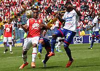 BOGOTÁ -COLOMBIA-17-ABRIL-2016.William Tesillo (Izq.) de Independiente Santa Fe   disputa el balón con Yoiver Gonzalez (Der,) de Pasto durante partido por la fecha 13 de Liga Águila I 2016 jugado en el estadio Nemesio Camacho El Campin de Bogotá./ William Tesillo  (L) of Independiente Santa Fe fights for the ball with Yoiver Gonzalez(R) of Pasto during the match for the date 13 of the Aguila League I 2016 played at Nemesio Camacho El Campin stadium in Bogota. Photo: VizzorImage / Felipe Caicedo / Staff