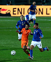 Netherlands's Memphis Depay, left, and Italy's Leonardo Spinazzola fight for the ball during the UEFA Nations League football match between Italy and Netherlands at Bergamo's Atleti Azzurri d'Italia stadium, October 14, 2020.<br /> UPDATE IMAGES PRESS/Isabella Bonotto