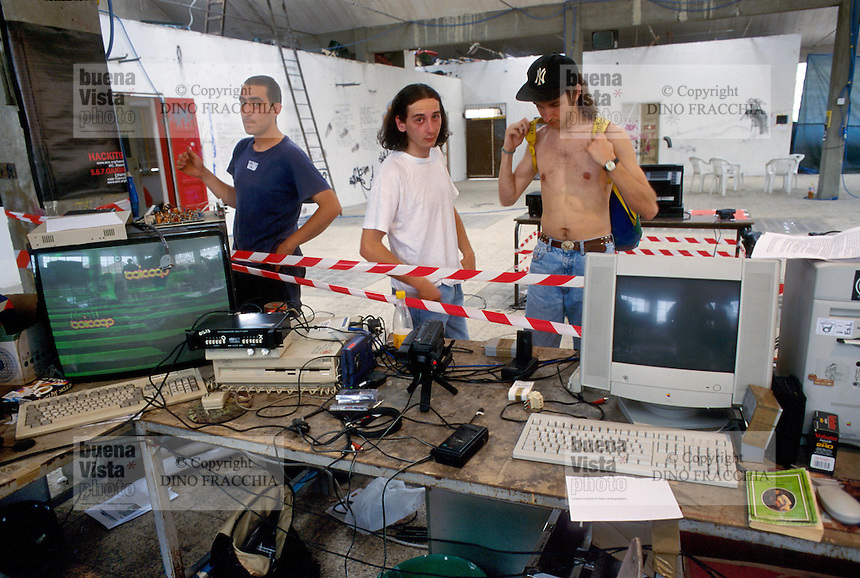 """- Florence, """"hackers"""" gathering in a squatted Social Center<br /> <br /> - Firenze, raduno di """"hackers""""  in un Centro Sociale occupato"""