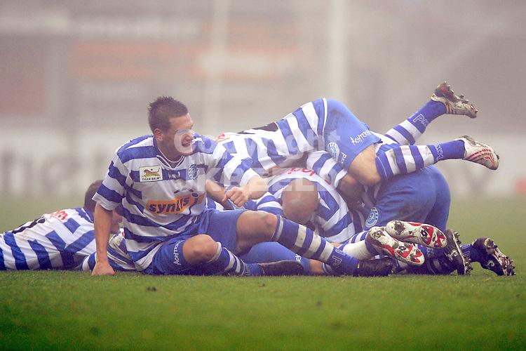 voetbal  fc emmen - de graafschap seizoen 2009-2010 08-11-2009 de graafschap viert de 1-2