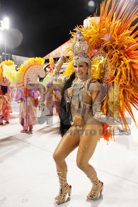 SÃO PAULO, SP, 05 DE MARÇO DE 2011 - CARNAVAL 2011 / NENÊ DE VILA MATILDE - A madrinha de bateria da Escola Nenê de Vila Matilde, durante o segundo dia dos desfiles as escolas do Grupo Especial de São Paulo, no Sambódromo do Anhembi, zona norte da capital paulista, na noite deste sábado (05). (FOTO: VANESSA CARVALHO / NEWS FREE).