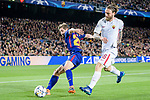 Sergi Roberto Carnicer of FC Barcelona (L) fights for the ball with Daniele De Rossi of AS Roma (R) during the UEFA Champions League 2017-18 quarter-finals (1st leg) match between FC Barcelona and AS Roma at Camp Nou on 05 April 2018 in Barcelona, Spain. Photo by Vicens Gimenez / Power Sport Images