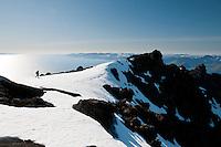 Person på veg mot fjellet Sjutalet på vestsiden av Seiland. Sørøya i bakgrunnen. ---- Person on the way to the mountain Sjutalet on Seiland.
