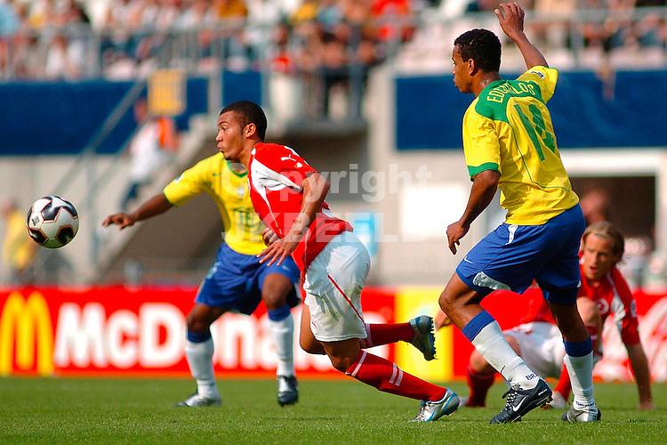 zwitserland - brazilie, emmen, 15-06-2005, nexxt2005 vonlanthen is zijn tegenstanders te snel af