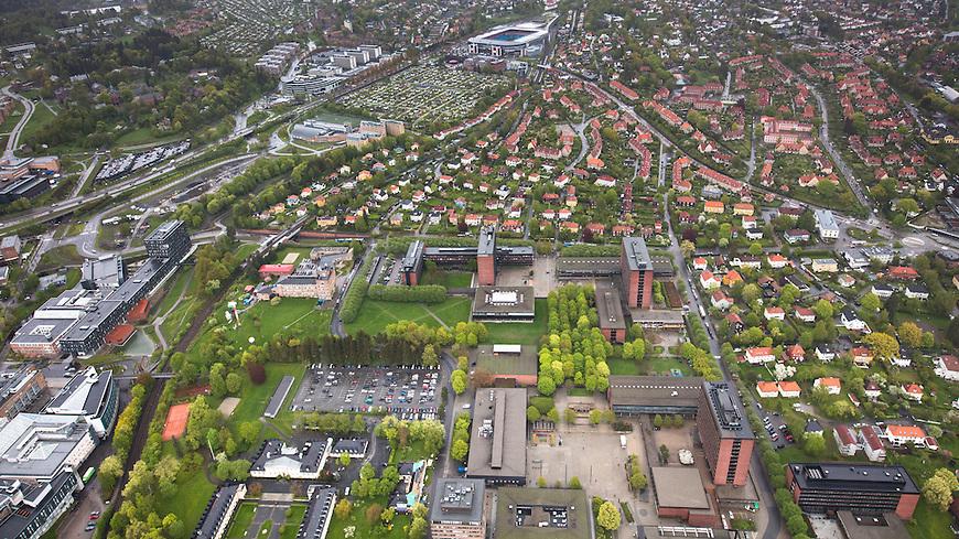 Oslo fra lufta, 20150519. Universitetet i Oslo, Blindern. Ullevål stadion i bakgrunnen. Foto: Eirik Helland Urke