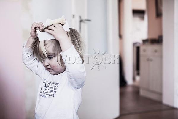 Prinzessinnenspiel eines kleinen Maedchens, HartzIV, Bochum<br /> <br /> *** HighRes auf Anfrage *** Voe nur nach Ruecksprache mit dem Fotografen *** Sonderhonorar ***<br /> <br /> <br /> Engl.: Europe, Germany, Bochum, unemployment benefit, Hartz IV, unemployed, unemployment, poverty, poor, social benefits, child, girl playing princess, portrait, 28 March 2012<br /> <br /> ***Highres on request***publication only after consultation with the photographer***special fee***