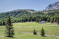 peloton snaking down the Passo Monte Croce Comelico / Kreuzbergpass (1636m)<br /> <br /> Stage 19: San Candido/Innichen › Piancavallo (191km)<br /> 100th Giro d'Italia 2017