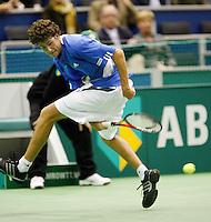 22-2-07,Tennis,Netherlands,Rotterdam,ABNAMROWTT, Robin Haase   returns the ball between his legs