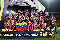 BOGOTA - COLOMBIA, 13-12-2020: Jugadoras de Independiente Santa Fe celebran como Campeonas de la Liga Femenina BetPlay DIMAYOR 2020 jugado en el estadio Nemesio Camacho El Campin en la ciudad de Bogota. / Players of Independiente Santa Fe celebrate as Champions of the BetPlay Women's League DIMAYOR 2020 played at the Nemesio Camacho El Campin stadium in Bogota city. / Photo: VizzorImage / Luis Ramirez / Staff.