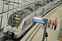 Der erste Zug rollt am Dienstag (01.10.2013) durch den Citytunnel. Die erste offizielle Testfahrt ging von der Station Hauptbahnhof mit allen Unterwegshalten nach dem Halt Bayrischer Bahnhof für die technischen Mitarbeiter der Deutschen Bahn noch weiter auf der neu gebauten Strecke. Die offizielle Eröffnung des Tunnels für alle Reisenden wird am 15. Dezember 2013 sein. Foto: Norman Rembarz