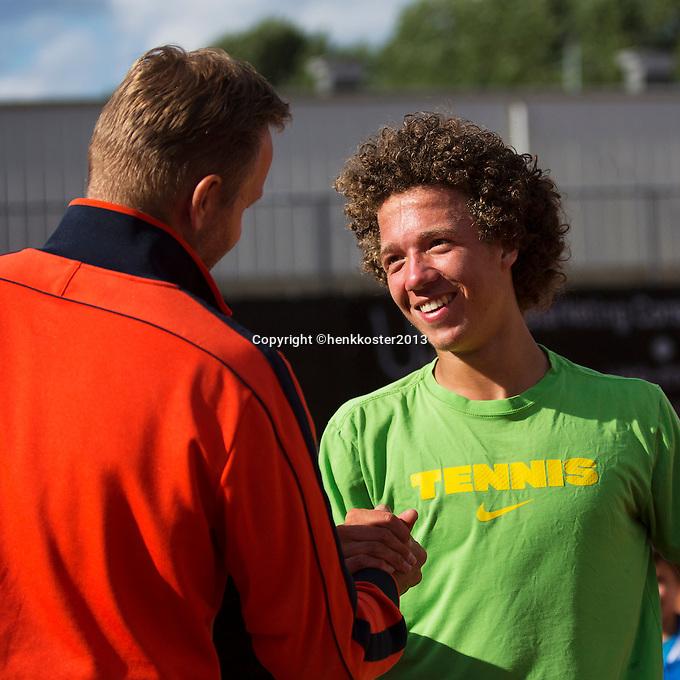 10-08-13, Netherlands, Rotterdam,  TV Victoria, Tennis, NJK 2013, National Junior Tennis Championships 2013,  Casper Bonapart is congratulated by his coach Tjerk Bogtstra after winning the boys 16 years<br /> <br /> Photo: Henk Koster