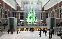 Nederland - Amsterdam - december 2017.   Virtuele kerstboom in de hal van het Rijksmuseum.  Foto Berlinda van Dam / Hollandse Hoogte