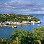 Great Britain, Scotland, Inner Hebrides, Argyll & Bute (Strathclyde), Isle Of Mull: Harbour of Tobermory | Grossbritannien, Schottland, Inselgruppe Innere Hebriden, Argyll & Bute (Strathclyde), Isle Of Mull: der Hafen von Tobermory