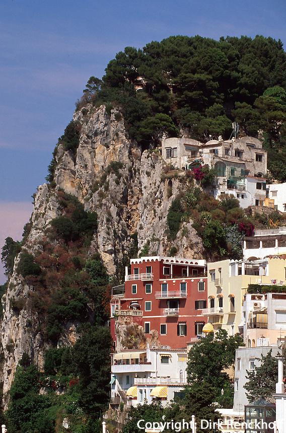 Italien, Capri, Blick von Seilbahn auf Ort Capri