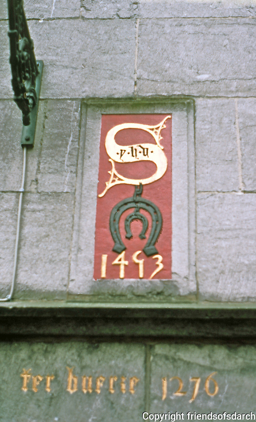 Bruges: Plaque on wall of Huis ter Beurse. 1493 is date of facade. 1276 perhaps date of structure behind facade. Photo '87.
