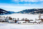 Deutschland, Bayern, Schwaben, Oberallgaeu, bei Immenstadt: Schnee- und Eisdecke auf dem Grossen Alpsee | Germany, Bavaria, Swabia, Upper Allgaeu, near Immenstadt: frozen lake Great Alpsee