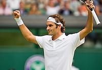 England, London, 28.06.2014. Tennis, Wimbledon, AELTC, Roger Federer (SUI) defeats Wawrinka and celebrates<br /> Photo: Tennisimages/Henk Koster