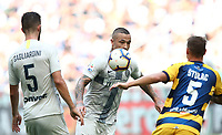 Calcio, Serie A: Inter Milano-Parma, Giuseppe Meazza stadium, September 15, 2018.<br /> Inter's Radja Nainggolan (c) in action with his teammate Roberto Gagliardini (l) and Parma's Leo Stulac (r) during the Italian Serie A football match between Inter and Parma at Giuseppe Meazza (San Siro) stadium, September 15, 2018.<br /> UPDATE IMAGES PRESS/Isabella Bonotto