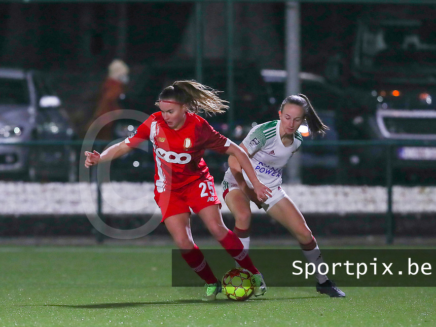 Davinia Vanmechelen (25 Standard) and Sari Kees (2 OHL) in action during a female soccer game between Oud Heverlee Leuven and Standard Femina De Liege on the 10th matchday of the 2020 - 2021 season of Belgian Womens Super League , sunday 20 th of December 2020  in Heverlee , Belgium . PHOTO SPORTPIX.BE | SPP | SEVIL OKTEM