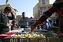 Iraq 2015  A chicken seller in the streets of Koysanjak<br /> Irak 2015  Un vendeur de poulets dans la rue de Koysanjak