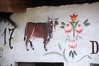 """Europe/France/Rhône-Alpes/74/Haute-Savoie/La Chapelle-d'Abondance: Décoration du chalet-restaurant """"La Ferme de Papy Gaby"""" représentant une vache de race Abondance"""