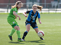 Zulte C - Club Brugge B : Dames Club Brugge B kampioen in 1ste provinciale  met een duel tussen Chinouk Note (r) en Laura De Maeght (links)<br /> Foto David Catry | Sportpix.be