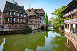 France, Alsace, Department Bas-Rhin, Strasbourg: Tanner's Quarter - La Petite France at river Ill | Frankreich, Elsass, Départements Bas-Rhin, Strassburg: das Gerberviertel, La Petite France, Klein Frankreich, an der Ill