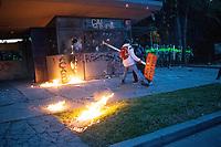BOGOTA - COLOMBIA, 10-09-2020: Manifestantes tratan de destruir el CAI de Villa Luz durante el segundo día de protestas causadas por el asesinato del abogado Javier Ordoñez, abogado de 46 años, a manos de efectivos de la Policía de Bogotá el pasado miércoles 09 de septiembre de 2020 en el barrio Villa Luz al noroccidente de Bogotá (Colombia). En lo que va corrido del 2020 la alcaldía de Bogotá ha recibido 137 denuncias de abuso policial de las cuales la Policía acusa recibido de 38. / Protesters try to destroy the CAI Villa Luz during the second day of protests caused by the murder of lawyer Javier Ordoñez, a 46-year-old lawyer, at the hands of members of the Bogotá Police on Wednesday, September 9, 2020 in Villa Luz neighborhood in the northwest of Bogotá (Colombia). So far in 2020 the Bogotá mayor's office has received 137 complaints of police abuse of which the Police accuse they have received 38. Photo: VizzorImage / Johan Rugeles / Cont