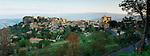 France, Provence, Saignon: View over hill-top village at sunrise | Frankreich, Provence, Saignon: Bergdorf bei Sonnenaufgang