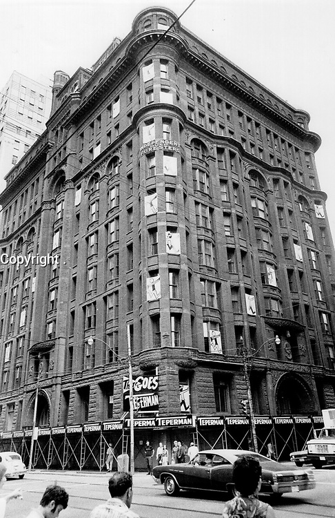 1969 FILE PHOTO - ARCHIVES -<br /> <br /> 1969 FILE PHOTO- <br /> <br /> Star photographer Boris Spremo went to the northwest corner to Bay and Richmond Sts.; in 1969; getting the picture of the old Temple Building at right. Fourteen years later; the Temple Building is gone; and the corner boasts this gleaming tower at 390 Bay St.