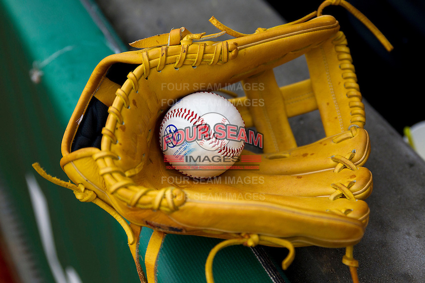 LSU Tigers shortstop Alex Bregman glove before the Southeastern Conference baseball game against the Texas A&M Aggies on April 25, 2015 at Alex Box Stadium in Baton Rouge, Louisiana. Texas A&M defeated LSU 6-2. (Andrew Woolley/Four Seam Images)