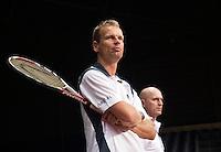 15-9-09, Netherlands,  Maastricht, Tennis, Daviscup Netherlands-France, Training, Captain Jan Siemerink (front)and Rohan Goetske technical director