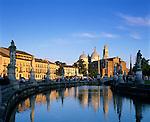 Italy, Veneto, Padua: Prato della Valle and Santa Giustina at sunset   Italien, Venetien, Padua: Prato della Valle und Santa Giustina bei Sonnenuntergang