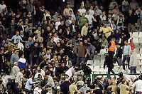 Tottenham fans fight with police in riot gear during the UEFA cup quarterfinal, first leg match between Seville and Tottenham Hotspur, at Ramon Sanchez Pizjuan stadium in Seville April 5, 2007. (INSIDE/ALTERPHOTOS/Steve Clark) Coppa Uefa Siviglia Tottenham<br />