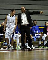 BOGOTA - COLOMBIA: 25-10-2013: Yesid Rivera (Der.), técnico Guerreros de Bogota, da instrccciones a Gian Bacci (Izq.) durante partido, octubre 25 de 2013. Guerreros de Bogota y Caribbean Heat de Cartagena , durante partido de la fecha 31 de la fase I de la Liga Directv Profesional de Baloncesto 2 en partido jugado en el Coliseo El Salitre. (Foto: VizzorImage / Luis Ramirez / Staff). Yesid Rivera (R), coach  from Guerreros form Bogota, gives instructions to Gian Bacci (L), during a match, October 25, 2013. Guerreros de Bogota y Caribbean Heat de Cartagena during a match for the 31 date of the Fase II of the League of Professional Directv Basketball 2 game at the El Salitre Coliseum. (Photo. VizzorImage / Luis Ramirez / Staff)