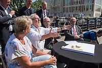 Pressekonferenz am Donnerstag den 23. August 2018 u.a. mit Lothar de Maiziere, letzter DDR- Ministerpraesident, Sabine Bergmann-Pohl, Praesidentin der letzten Volkskammer der DDR, Guenter Nooke, ehemaliger DDR-Buergerrechtler und Wolfgang Thierse ehemaliger Bundestagspraesident zum geplanten Freiheits- und Einheitsdenkmal, welches nach Willen der Initiatoren vor dem wiedererrichteten Berliner Stadtschloss gebaut werden soll.<br /> Im Bild vlnr.: Sabine Bergmann-Pohl, Wolfgang Thierse, Lothar de Maiziere und Guenter Nooke.<br /> 23.8.2018, Berlin<br /> Copyright: Christian-Ditsch.de<br /> [Inhaltsveraendernde Manipulation des Fotos nur nach ausdruecklicher Genehmigung des Fotografen. Vereinbarungen ueber Abtretung von Persoenlichkeitsrechten/Model Release der abgebildeten Person/Personen liegen nicht vor. NO MODEL RELEASE! Nur fuer Redaktionelle Zwecke. Don't publish without copyright Christian-Ditsch.de, Veroeffentlichung nur mit Fotografennennung, sowie gegen Honorar, MwSt. und Beleg. Konto: I N G - D i B a, IBAN DE58500105175400192269, BIC INGDDEFFXXX, Kontakt: post@christian-ditsch.de<br /> Bei der Bearbeitung der Dateiinformationen darf die Urheberkennzeichnung in den EXIF- und  IPTC-Daten nicht entfernt werden, diese sind in digitalen Medien nach §95c UrhG rechtlich geschuetzt. Der Urhebervermerk wird gemaess §13 UrhG verlangt.]