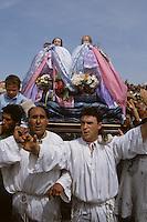 Europe/France/Provence-Alpes-Côte d'Azur/13/Bouches-du-Rhône/Camargue/Les Saintes-Maries-de-la-Mer : Pélerinage des gitans : Procession de Jacobé et Salomé