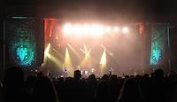 Das Festival With Full Force geht in die 18. Runde. 60 Bands aus der Hardcore-, Punk- und Metallszene haben sich auf dem haertesten Acker Deutschlands nahe Roitzschjora versammelt. Dazu gesellen sich nach Angaben der Veranstalter Sven Borges, Mike Schorler und Roland Ritter fast 30000 Besucher aus aller Welt. Drei Tage lassen die Bands ihre stromgestaehlten Gitarren gluehen und pusten per Mega-Boxenwand das Gras von der Landebahn des Sportflugplatzes. im Bild:   With Full Force! Die Hauptbuehne im Lichtgewitter von Bullet for my Valentine. Foto: Alexander Bley