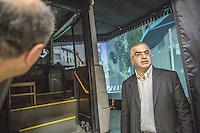 laboratorio di realtà virtuale del Politecnico di Teheran virtual reality laboratory of Teheran University Politechnic, il docente responsabile del laboratorio e la simulazione di guida di un bus urbano