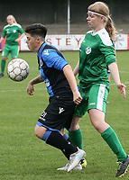 Club Brugge Vr  -  Maria Ter Heide :    : Sharon Desaever van Club kontroleert voor Liese Stappaerts .<br /> foto VDB / BART VANDENBROUCKE