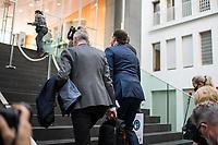 """Bundesgesundheitsminister Jens Spahn (CDU) (1.v.re.) nahm am Dienstag den 3. November in Berlin vor der Bundespressekonferenz Stellung zum Thema """"Die Pandemielage im Lock down"""". Begleitet wurde er dabei von Experten des Helmholtz Zentrum fuer Infektionsforschung, des Robert-Koch-Institut, des Vereins der Labormediziner ALM und der Deutschen Interdisziplinaeren Vereinigung fuer Intensiv- und Notfallmedizin.<br /> 3.11.2020, Berlin<br /> Copyright: Christian-Ditsch.de"""