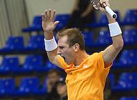 04-03-11, Tennis, Oekraine, Kharkov, Daviscup, Oekraine - Netherlands, Thiemo de Bakker   juicht, hij pakt de eerste set