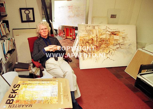 Arnhem,08-07-99 Foto:Koos Groenewold (APA-Foto)<br /> Kunstenaar Maarten Beks in zijn atelier .<br /> <br /> Special Eindhovens Dagblad.