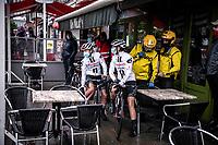Team Sunweb riders sheltering for the rain at the start in Bastogne<br /> <br /> 4th Liège-Bastogne-Liège-Femmes 2020 (1.WWT)<br /> 1 Day Race: Bastogne – Liège 135km<br /> <br /> ©kramon