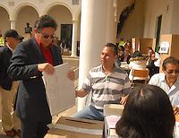 TUNJA -COLOMBIA. 09-03-2014.  Hector Eli Rojas ejerce su derecho al voto en las elecciones parlamentarias en Tunja, Colombia, hoy 9 de marzo de 2014.  los colombianos elegirán por voto directo en las urnas 102 nuevos miembros del Senado de la República, 166 representantes a la Cámara de Representantes y 5 representantes al Parlamento Andino./ Hector Eli Rojas exerts his right to vote in the parliamentary elections in Tunja, Colombia, today March 9, 2014. Colombians will elect by direct vote at the polls 102 new members of the Senate, 166 representatives to the House of Representatives and five representatives to the Andean Parliament. Photo: VizzorImage/ Jose Miguel Palencia / Str