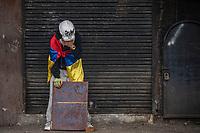 BOGOTA - COLOMBIA, 20-07-2021: Un miembro de la primera línea se recupera del efecto de los gases lacrimógenos lanzados por la policia en el sector de Usme hoy, 20 de julio de 2021, en Bogotá durante la conmemoración del día de independencia de Colombia en el cual siguen las protestas del paro nacional que nuevamente convocó movilizaciones para protestar por el gobierno del presidente Duque. / A member of the front line recovers from the effect of tear gas fired by the police in the Usme sector today, July 20, 2021, in Bogotá during the commemoration of Colombia's independence day in which the protests of the national strike that again called mobilizations to protest the government of President Duque. Photo: VizzorImage / Diego Cuevas / Cont