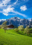 Oesterreich, Salzburger Land, Pinzgau, Dorf Leogang im Leoganger Tal: Bauernhof vor den Leoganger Steinbergen mit dem Birnhorn (2.634 m) | Austria, Salzburger Land, Pinzgau, village Leogang at Leoganger Valley: mountain farmhouse with Leoganger Steinberge mountains, summit Birnhorn (2.634 m)